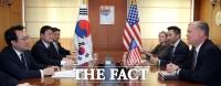 [TF포토] 한·미 북핵수석대표 만나 협의하는 스티브 비건