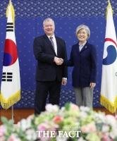 [TF포토] 강경화 장관 만난 스티븐 비건…'북·미 실무회담 결과는?'