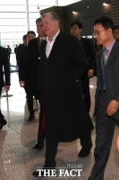 [TF포토] 출국하는 비건 대북정책특별대표