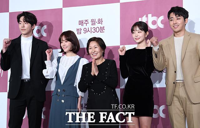 배우 남주혁과 한지민, 김혜자, 김가은, 손호준(왼쪽부터)