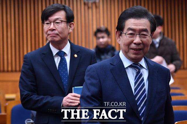 지자체 분쟁조정협의회 통합출범식에 참석한 김상조 공정거래위원장(왼쪽)과 박원순 서울시장