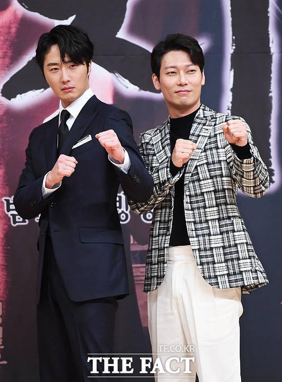 정일우(왼쪽)와 박훈