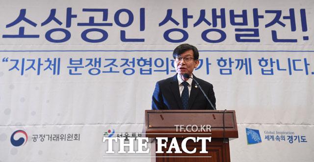 격려사 전하는 김상조 위원장