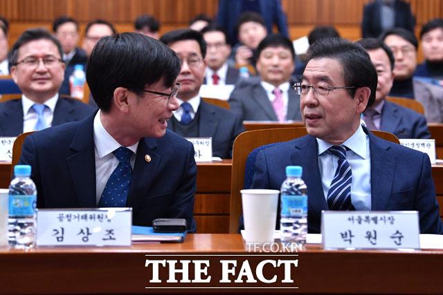 대화 나누는 김상조 위원장과 박원순 시장