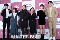 [TF포토] 강추위도 녹여버릴 따뜻한 드라마…'눈이 부시게'