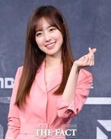 [TF포토] 진세연, '청순 미모 살리는 깜찍 손하트'