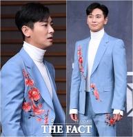 [TF포토] 주지훈, 봄을 몰고 온 '화려한 꽃무늬 슈트'