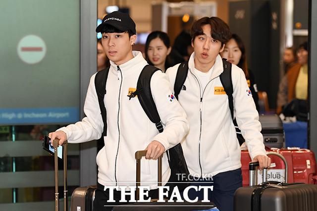 김건우(왼쪽)와 박지원 선수