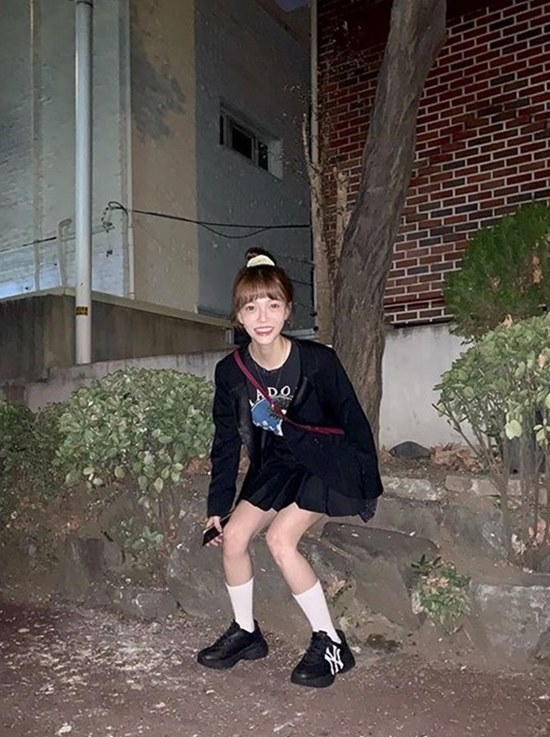 그룹 AOA 멤버 지민이 12일 공개한 사진에 팬들이 건강에 대한 걱정스러운 시선을 보내고 있다. /지민 인스타그램