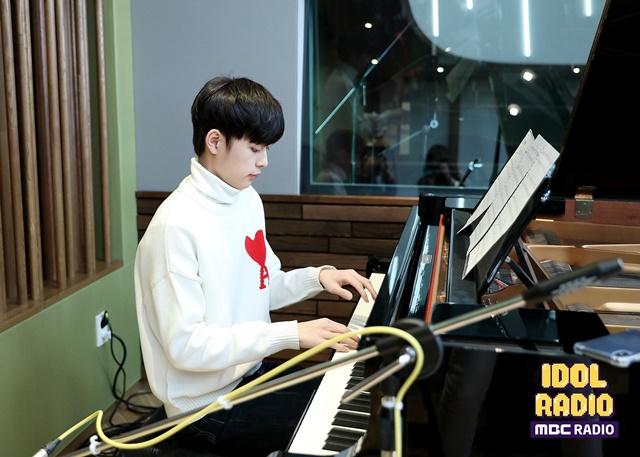 유선호가 아이돌 라디오에서 라이관린과 함께 한 스케쥴을 언급했다. 또한 이날 유선호는 피아노 연주를 하는 등 특별한 무대도 준비했다. /MBC 제공