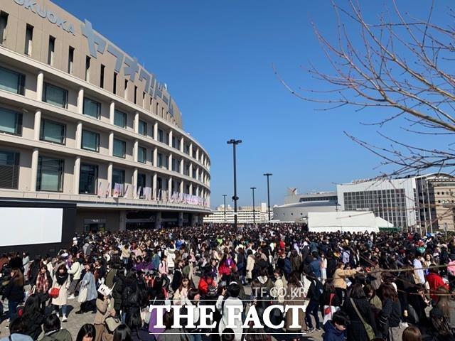 BTS 일본 돔 라이브 투어 마지막 후쿠오카 공연에는 16일, 17일 양일간 8만여명의 관객이 몰려 성황을 이뤘다. 사진은 공연이 펼쳐진 후쿠오카 돔구장 주변. /서현덕 프리랜서 기자