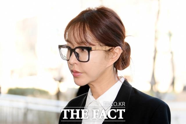 국외 상습도박 혐의를 받고 있는 걸그룹 S.E.S 출신 슈(유수영)가 징역 6월에 집행유예 2년을 선고받았다. /남용희 기자