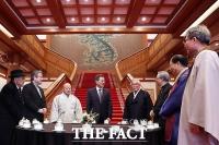 [TF포토] 종교 지도자들 만난 문재인 대통령