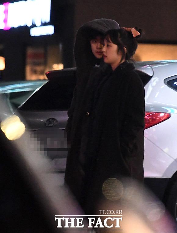 혜나가 선택한 남자는 우주가 아닌 기준이 JTBC 드라마 SKY 캐슬로 인연을 맺은 배우 조병규(왼쪽)와 김보라가 열애 중인 사실이 <더팩트>의 단독 취재로 밝혀졌다. /남용희·임세준 기자