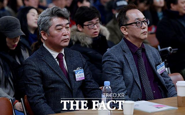 투표 결과 기다리는 오태근(왼쪽), 손정우 후보.