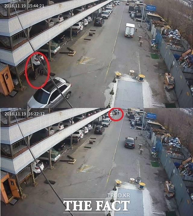 지난해 11월 19일 시흥산업용재유통센터 4번 게이트 CCTV 영상에 잡힌 두 장면. 현대건설기계 관계자(빨간색 원)들이 사고 현장 주위를 줄자를 이용해 조사한 뒤 주차장으로 옮겨진 사고 지게차의 뒷바퀴가 빠져나간 절단면에 방청제를 뿌리고 있다. /유족 제공