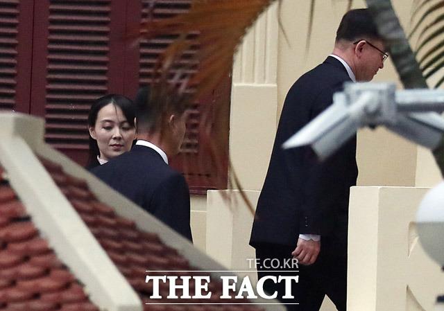 김 위원장 방문을 수행하는 김여정 북한 노동당 선전선동부 제1부부장(왼쪽)