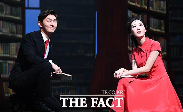 그룹 워너원의 윤지성(왼쪽)과 배우 최서연