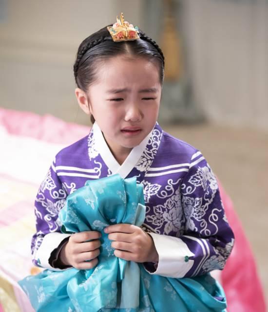오아린은 황후의 품격에서 다양한 감정선을 넘나들며 성인배우 못지 않은 연기력을 보여줬다. /SBS 황후의 품격 홈페이지