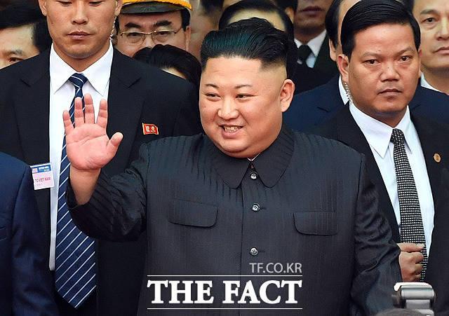 밝은 표정의 김정은 위원장