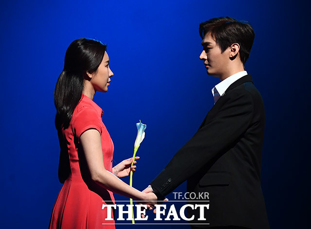 배우 제이민(왼쪽)과 그룹 워너원의 윤지성
