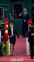 [TF포토] '바쁘다 바뻐!'…김여정, '김정은 그림자 수행'