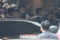 [TF포토] '멜리아 호텔 도착한 김정은 국무위원장'