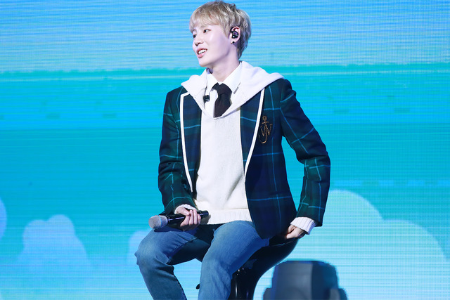 하성운의 솔로가수로서 데뷔앨범 타이틀곡은 BIRD로, 새의 움직임에서 따온 안무가 특징이다. /스타크루이엔티 제공