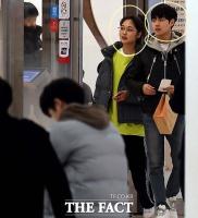[강일홍의 연예가클로즈업] 스타 열애설, '인정'과 '부인'의 미묘함