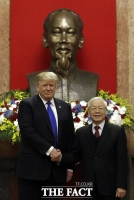 [TF포토] 베트남 주석과 총리 만난 트럼프 대통령