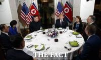 [TF포토] 김정은-트럼프, '친교 만찬 시작'
