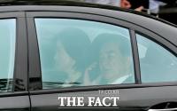 [TF포토] '협상 결렬'…어디론가 급히 전화하는 김창선 부장
