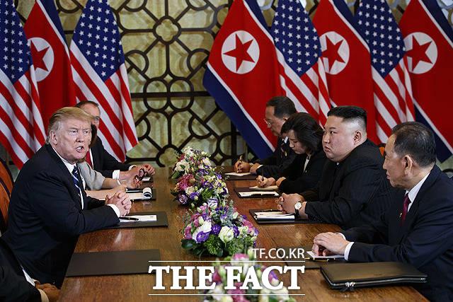 지난달 28일 트럼프 대통령과 김 위원장이 확대 정상회담에서 표정이 좋지 않은 모습을 보이고 있다. 결국 북미 정상은 예정했던 오찬과 서명식을 취소했다. /하노이(베트남)=AP.뉴시스