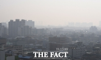 [TF포토] 미세먼지로 숨막히는 주말 아침