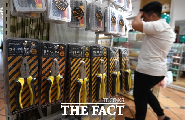 공구 플라이어의 제품명은 한국 8치 펜치