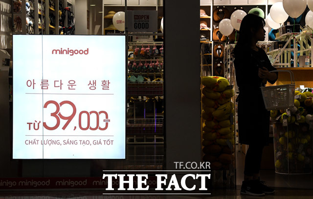 미니소는 베트남 현지 생활 물품 평균가격 보다 높은 39,000동(한국 2000원)을 기준으로 하고 있다.