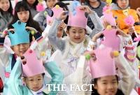[TF사진관] '이제 어엿한 초등학생'…즐거운 한복 입학식
