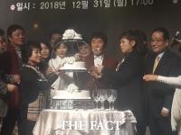 [강일홍의 연예가클로즈업] '나훈아 후원' 가수협회, 화합을 노래할 때다
