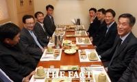 [TF포토] 청와대 1기 참모진과 회동하는 이해찬 대표