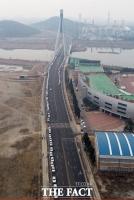 [TF포토] 인천 택시 요금 인상…미터기 교체로 길게 줄 선 택시들