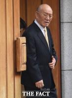 [TF포토] 재판 받으러 광주 가는 전두환, '심기 불편한 표정'
