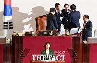 [TF포토] '문 대통령, 김정은 대변인' 나경원 발언에 폭발한 홍영표