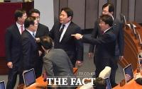 [TF포토] 나경원이 쏘아 올린 공?...'아수라장 된 본회의장'
