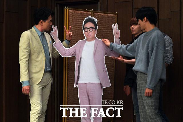 라디오 생방송 하는 박명수… 붐-기현-민혁, (박)명수 형이 그리워~