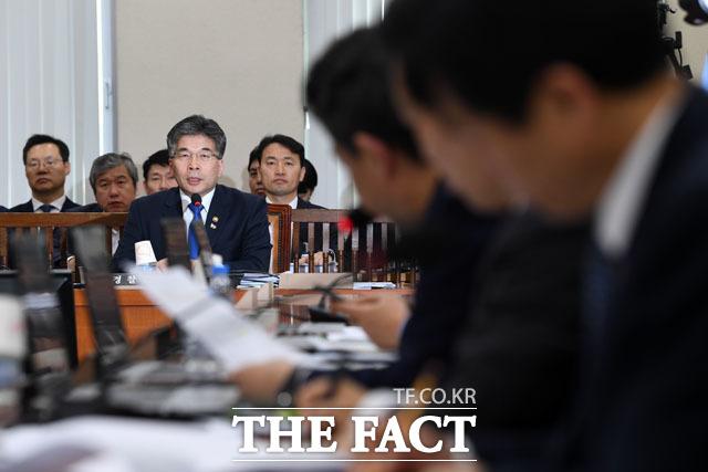 여야 의원들은 이날 버닝썬 사태와 관련 민갑룡 경찰청장을 강하게 꾸짖었다. /남윤호 기자