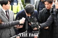 [TF포토] 성접대 알선 의혹 승리 '고개숙여 사죄'