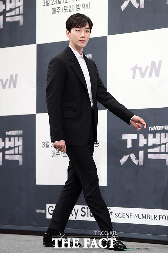 변호사로 변신한 그룹 2PM의 준호