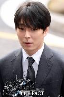 [TF포토] 최종훈, 불법 동영상 공유 혐의…'경찰 출석'