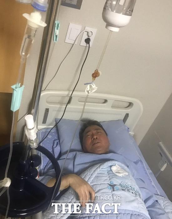 요리사로 변신한 이봉원이 지난 14일 천안 C 척추병원에서 긴급 수술(척추전방전위증)을 받고 입원치료를 받고 있다. /김일규 씨 제공