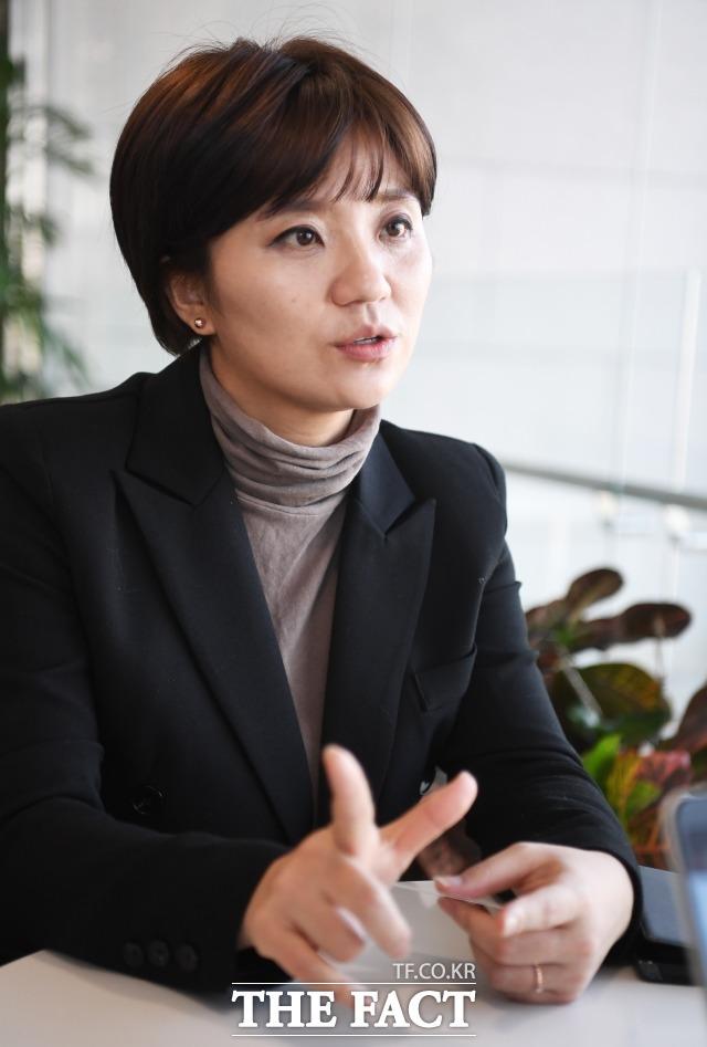 김 시의원이 질의에 대답하고 있다.